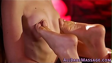 Masseuse fingerbangs babe