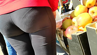 Juicy butts milfs shaking in tight leggings