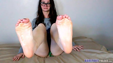 Sole Scrunching in Glasses