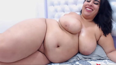 Chubby Latina Shows Curves and Masturbates