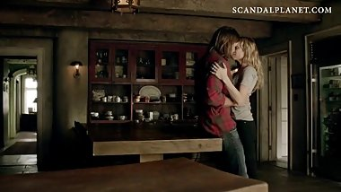 Laura Vandervoort Making Out In Sex Scene From 'Bitten' On ScandalPlanetCom