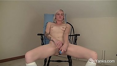 Yanks Blondie Ari Fucks Her New Vibe