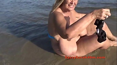 Nice big floppy tits at the beach