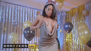 Luna Star Scott Nails - Squirting In The New Year - Brazzers