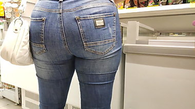 Big ass blonde milfs in tight jeans