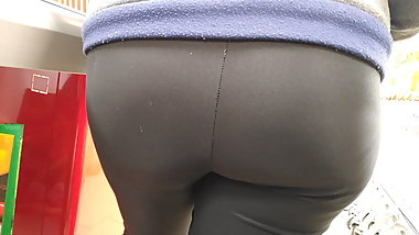 Big fat ass mature milfs in tight leggigns