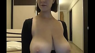 Hot brunette with heavy pear-shaped boobs letting them bounce