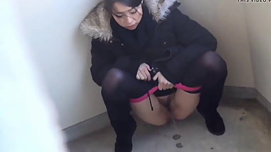 pissing beauty 4