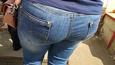Big ass milfs in tight jeans