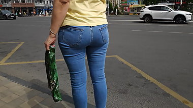 Juicy ass mature milfs in tight jeans