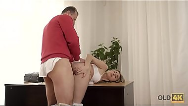 OLD4K. Ellen Jess got lost but kind gentleman helps her after sex