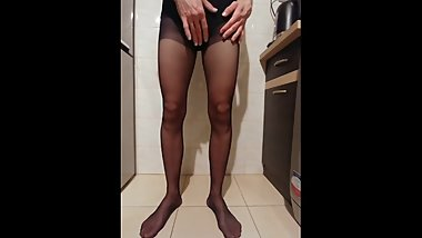 krisk35 peeing in pantyhose and panties