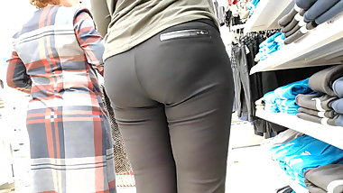 Juicy ass milfs in tight leggings