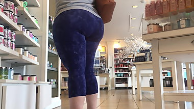 Pawg milf with a huge phat ass in sexy tights no panties
