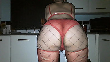 Big booty fishnets an red panties