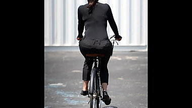 Women on bicycles (Mujeres en bicicleta)