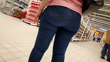 Delicious and juicy ass of beautiful milfs in tight jeans 2