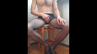 guy peeing on your own feet through pantyhose