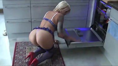Sexy housemaid gets in her tight pussy