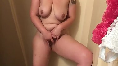 Thick Amateur Milf Cums In Shower