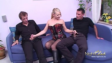 Sex game ends in a threesome german
