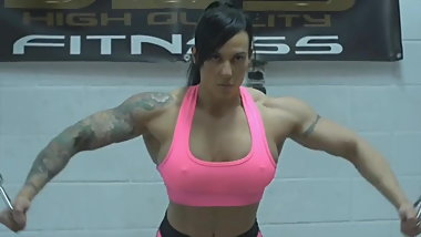 female bodybuilder train