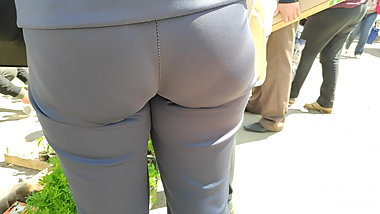 Juicy round hips milfs in tight sports pants